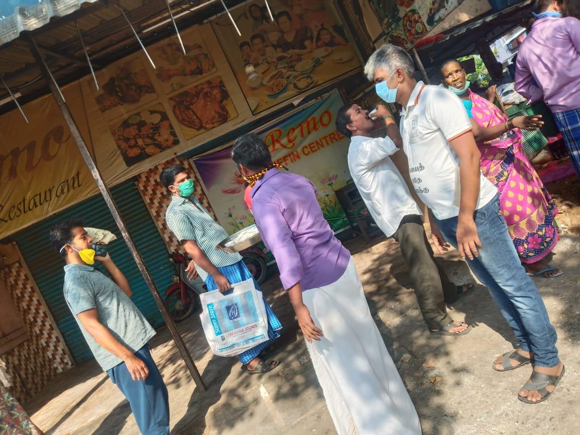 கபசுரக் குடிநீர் வழங்குதல்