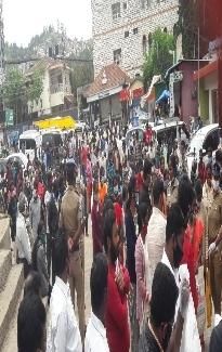 கொராண நிவாரணம் வழங்குதல் - பழனி