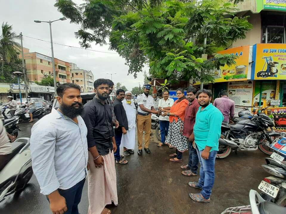 அம்பத்தூர் தொகுதி-81ஆவது வட்டத்தில் மரக்கன்றுகள்  வழங்கும் நிகழ்வு